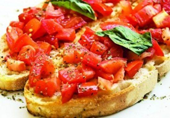 Bruschette con pesto rosso di pomodori secchi e peperoncino – 200 g <span class=